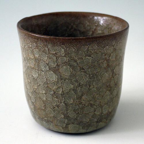 ・桃崎陶房◆日本工芸会準会員 桃崎孝美◆米色青瓷フリーカップ  画像を拡大する 釉薬が厚いぶん、