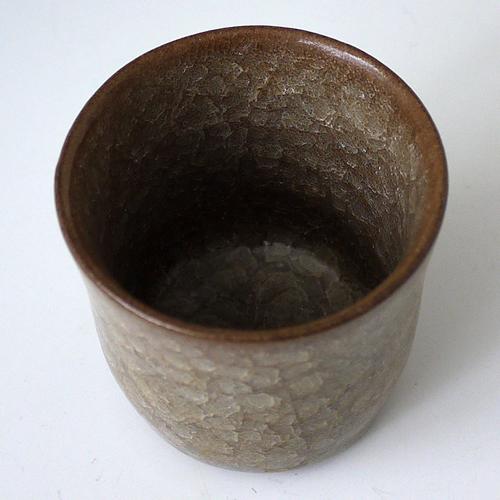 ・桃崎陶房◆日本工芸会準会員 桃崎孝美◆米色青瓷フリーカップ  画像を拡大する 底面から糸底の様